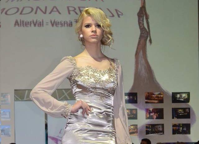 Nermina Jašrspahić ne jednoj od modnih revija u Kaknju